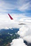 El ala del aeroplano de la opinión del aeroplano de la ventana Imagen de archivo