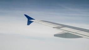El ala del aeroplano en el cielo Imágenes de archivo libres de regalías