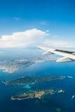 El ala del aeroplano fuera de la ventana imagen de archivo libre de regalías