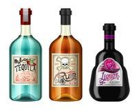 El alcohol bebe en una botella con diversas etiquetas del vintage Ron realista del Tequila del licor Ejemplo del vector para stock de ilustración