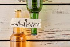 El alcohol daña su corazón imágenes de archivo libres de regalías