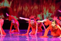 El alcohol de la exposición de enseñanza de clasificación Jiangxi del logro de los niños de la prueba de la academia de la danza  foto de archivo libre de regalías
