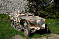 El alemán construyó el portador de tropa de mitad de pista acorazado Sd Kfz 250 en Belgrado Serbia Imagenes de archivo