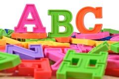 El alfabeto coloreado plástico pone letras a ABC Fotografía de archivo libre de regalías