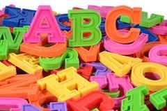 El alfabeto coloreado plástico pone letras a ABC Foto de archivo libre de regalías