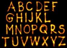El alfabeto inglés del fuego fijó en fondo negro ilustración del vector