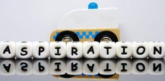 El alfabeto pone letras a deletrear una aspiración de la palabra Fotografía de archivo libre de regalías