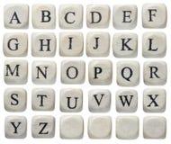 El alfabeto pone letras a la tarjeta de tiza Fotos de archivo libres de regalías
