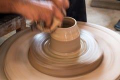 El alfarero hace una cerámica Foto de archivo libre de regalías