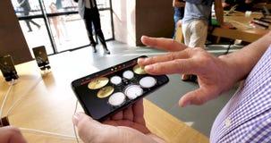 El almacenaje informático de Apple Computer con el iPhone Xs y el garaje máximo de Xs congriegan el app metrajes