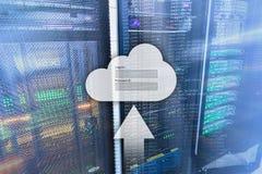 El almacenamiento, el acceso a datos, el inicio de sesi?n y la contrase?a de la nube piden la ventana en fondo del sitio del serv libre illustration