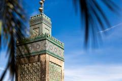El alminar de Bou Inania Madarsa en Fes, Marruecos fotos de archivo