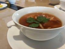El almuerzo chino es sopa de Sichuan de la llamada imagenes de archivo