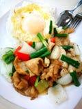 El almuerzo determinado del estilo chino, rebanadas del cerdo sofríe con arroz Fotos de archivo libres de regalías