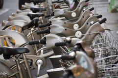El alquiler bikes un ir va Foto de archivo libre de regalías