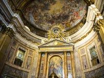 El altar en la iglesia del ¹ de Gesà está situado en el ¹ del Gesà de la plaza en Roma Fotos de archivo