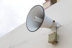 El altavoz exterior para anuncia el mensaje al público Fotografía de archivo libre de regalías