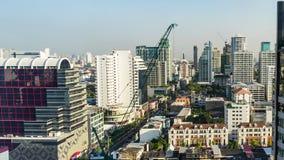 El alto horizonte de Bangkok del paisaje urbano del lapso de tiempo de subida en Tailandia, Bangkok es metrópoli almacen de video