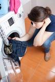 El ama de casa tiene que hacer el lavadero Fotografía de archivo libre de regalías