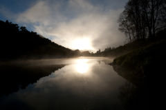 El amanecer despierta imagenes de archivo