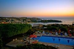 El amanecer sobre Agia Pelagia, Crete, Grecia foto de archivo libre de regalías