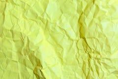 El amarillo arrugó la textura de papel del fondo Fotografía de archivo