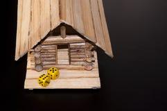El amarillo corta en cuadritos a la nueva casa Fotografía de archivo