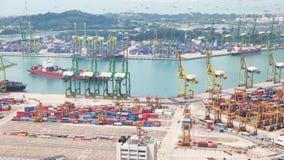 El amarrar en el timelapse de Singapur de la terminal de contenedores almacen de metraje de vídeo