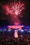 El ambiente en el Año Nuevo chino de la celebración de los fuegos artificiales de la noche Fotos de archivo libres de regalías