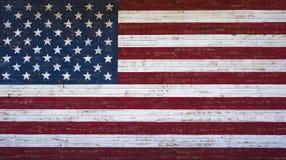 El americano o Estados Unidos señala por medio de una bandera pintado en una pared de madera del tablón Imagen de archivo