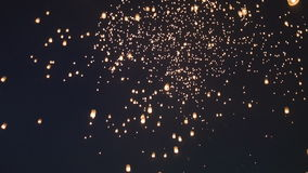 El AMI de Chaing del lannain de peng del festivalyee de la linterna del cielo, Tailandia almacen de video