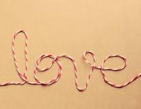 El amor de la palabra escrito con la cuerda Foto de archivo libre de regalías