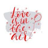 El amor está en el texto del aire Tarjeta con caligrafía Imágenes de archivo libres de regalías