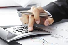 El analizar de los datos financieros Foto de archivo libre de regalías