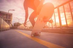 El andar en monopatín en al aire libre fotos de archivo libres de regalías