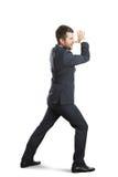 El andar a trancos de griterío del hombre de negocios Foto de archivo