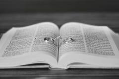 El anillo de bodas Fotos de archivo libres de regalías