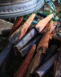 El anillo o chime las campanas en templo con los palillos de madera La Bell simboliza la sabiduría y la compasión, que recogn bud fotos de archivo libres de regalías