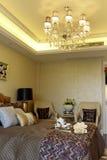 El apartamento del sitio del ejemplo en el dormitorio principal adorna Imágenes de archivo libres de regalías