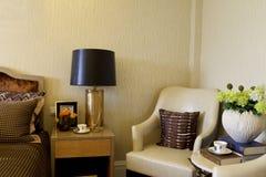 El apartamento del sitio del ejemplo en el dormitorio principal adorna Foto de archivo