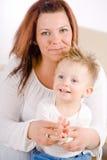 El aplaudir de la madre y del bebé Fotos de archivo libres de regalías
