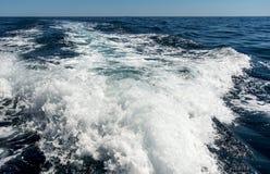 El apresurar de la estela del barco Fotografía de archivo libre de regalías