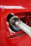 El aprovisionar de combustible del coche del metano Imagenes de archivo