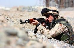 El apuntar del soldado Imagenes de archivo