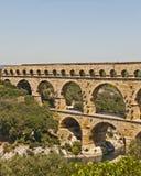 El Aquaduct - el Pont romanos du Gard foto de archivo