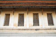 El architechture y tailandeses tailandeses pattren en el templo imagen de archivo
