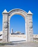 El arco de la fortaleza. Trani. Apulia. Foto de archivo