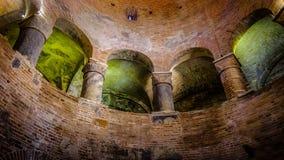 El arco de la iglesia en Mantova Fotos de archivo