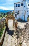 El arco de Philip V en Ronda, España foto de archivo