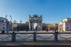 El arco del paso del della de Arco del arco triunfal de la paz construido por Luigi Cagnola en la petición de Napoleon foto de archivo
